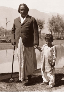 Paramahansa Yogananda and Little Boy in India, 1936